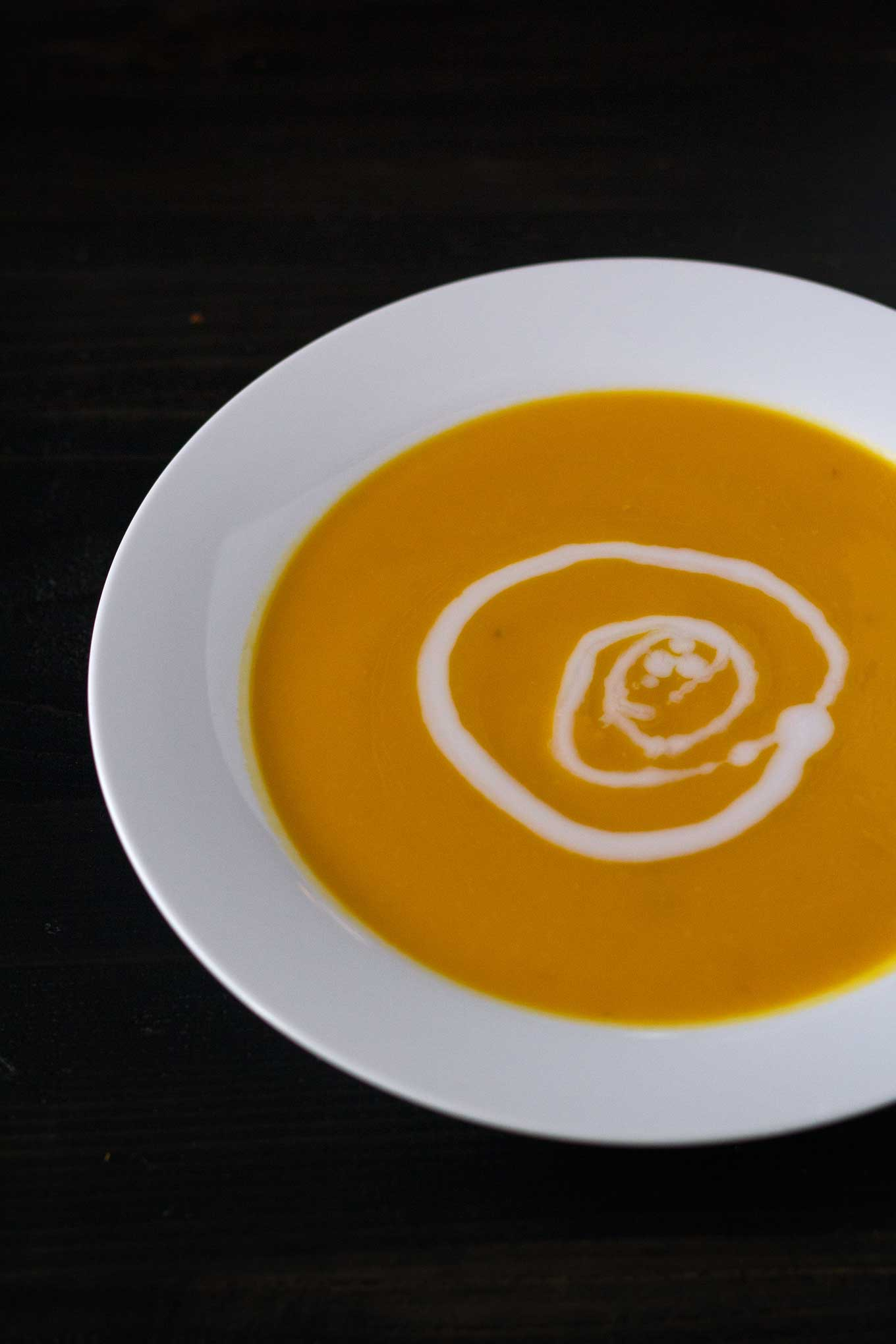 Kabocha Squash Soup - a simple winter soup that will warm you from head to toe! Vegan, gluten-free, soy-free | http://eatwithinyourmeans.com