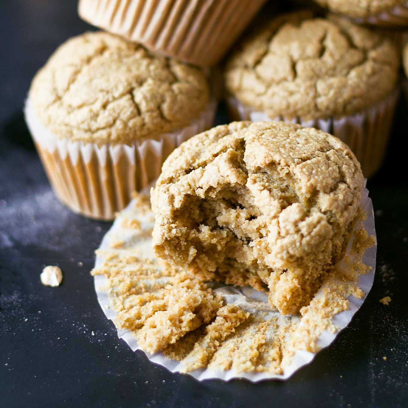 These vegan blender muffins are healthy and so easy to make! Vegan, oil-free, gluten-free, and super soft! | http://eatwithinyourmeans.com