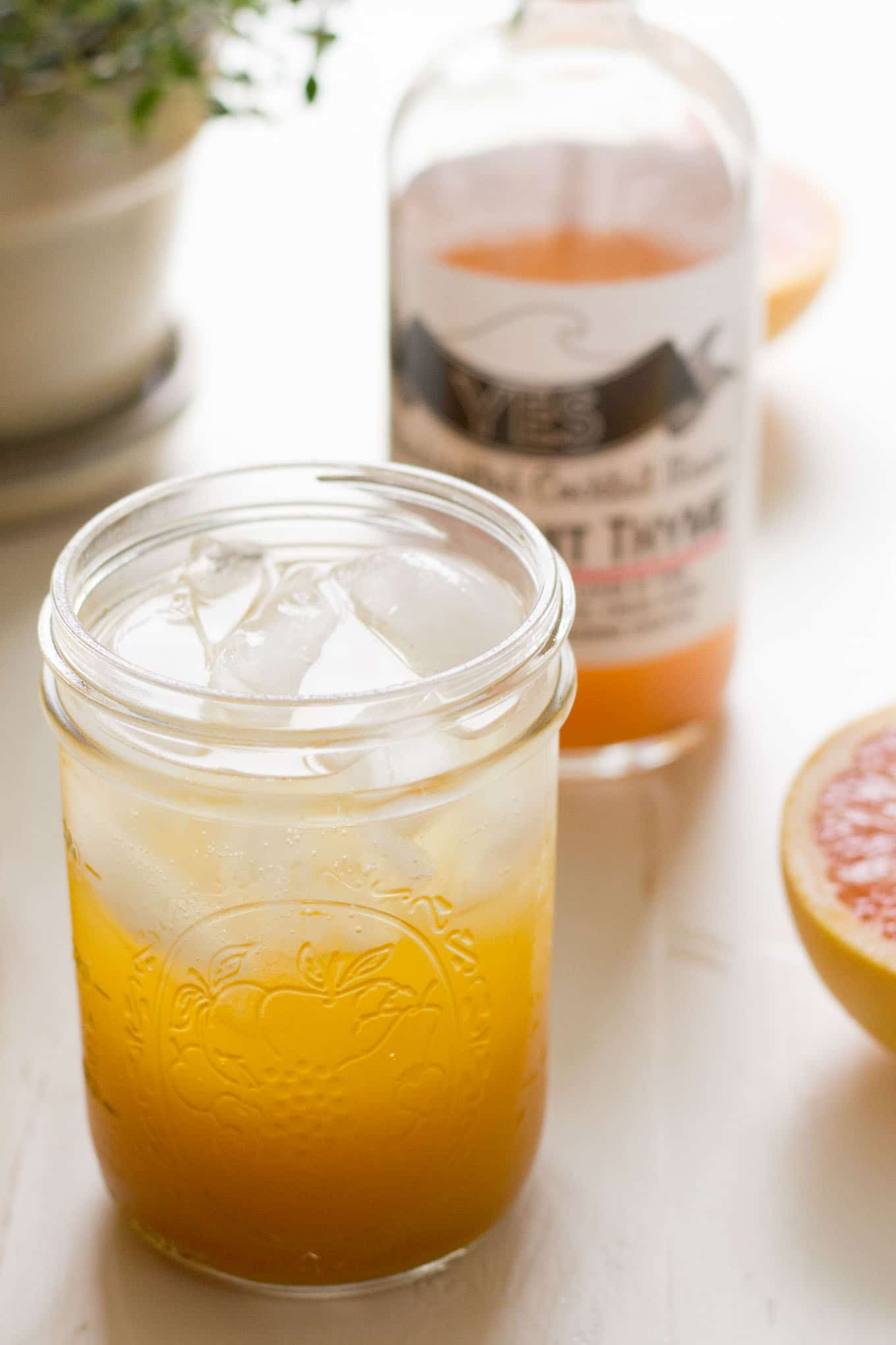 This grapefruit thyme turmeric sparkler is a refreshing way to get your antioxidants from turmeric while beating the heat! | http://eatwithinyourmeans.com
