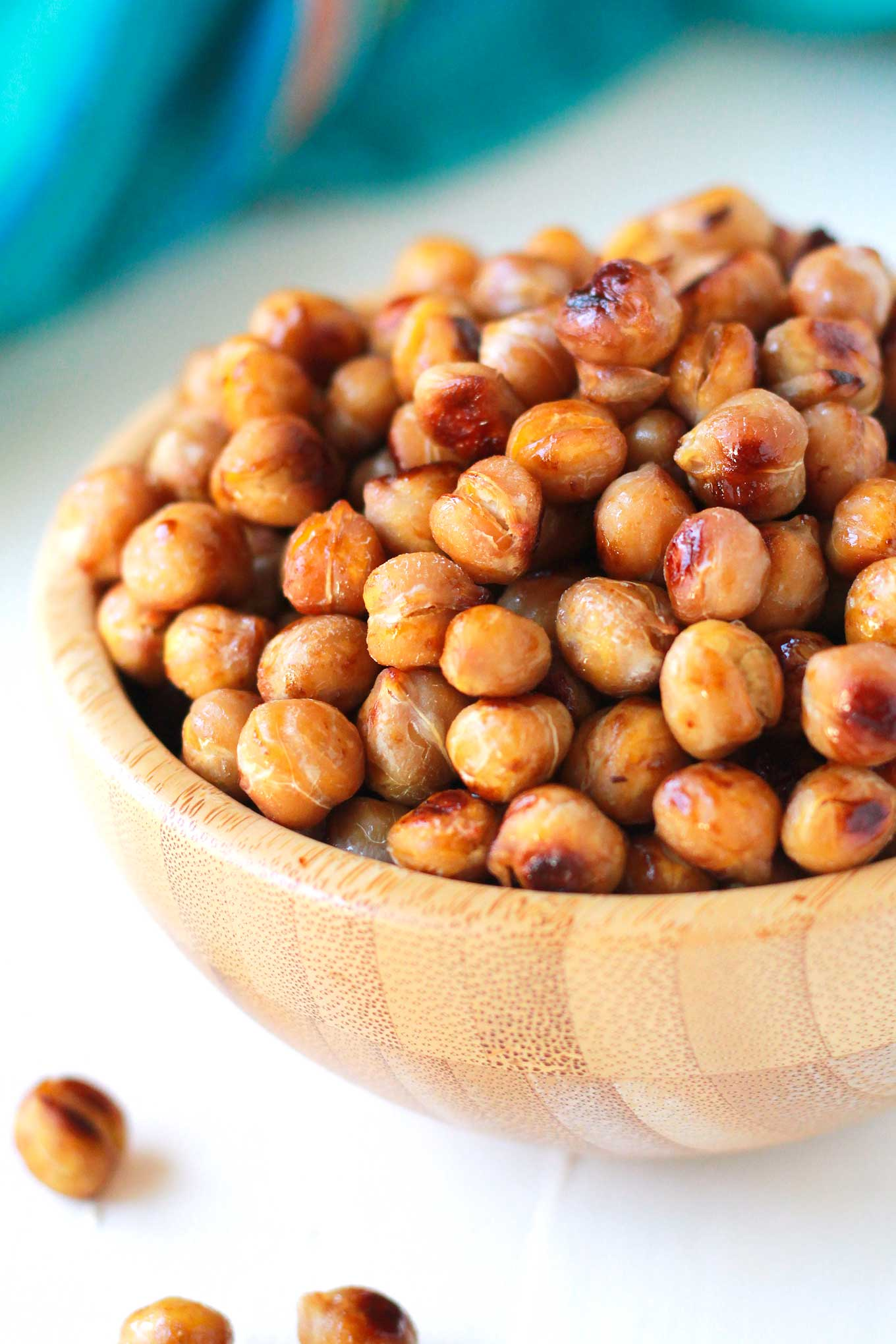 Easy Roasted Chickpeas | Crispy, Salty, Roasted Chickpeas are quick and easy to make! Eat as a snack or make it the star in your plant-based meal. | https://passtheplants.com