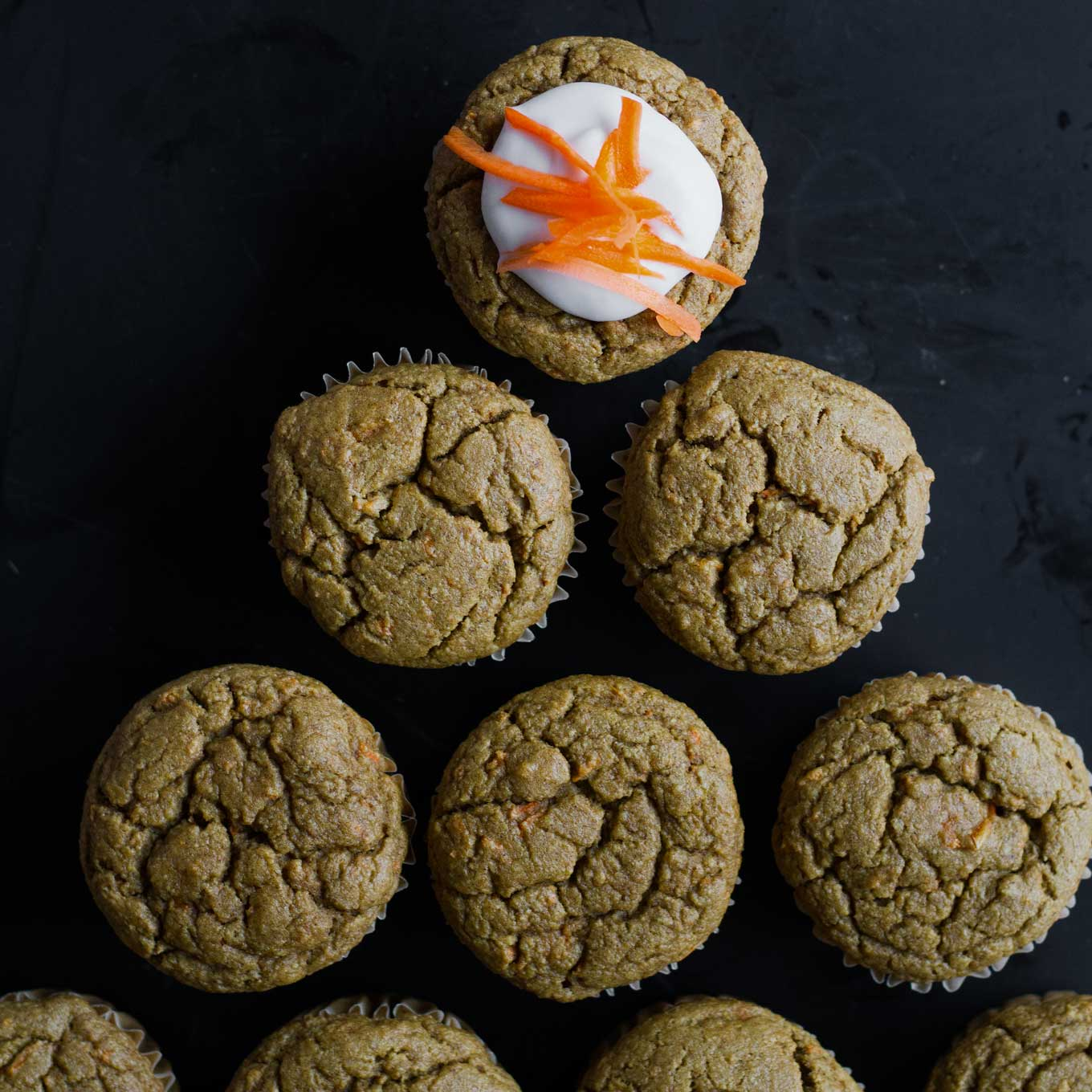 Carrot Cake Blender Muffins | Vegan Muffins | Gluten-free Muffins | Healthy Muffins | http://www.eatwithinyourmeans.com/