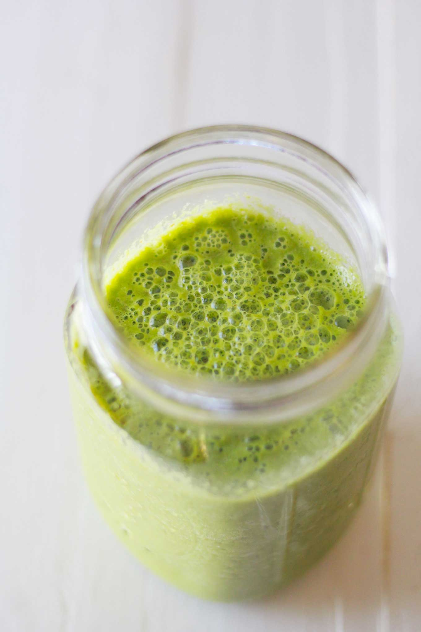 Perfect Green Smoothie | Green smoothie in mason jar | Vegan green smoothie recipe | http://www.eatwithinyourmeans.com/